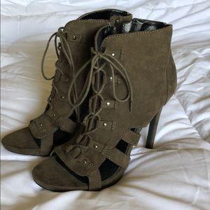 Shoes - ☀️Lace up sandles☀️